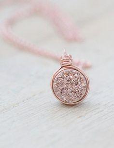 Such a pretty druzy pendant necklace
