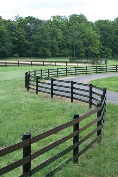 Flex Fence® will let you layout your fencing to the stylish look you want and deserve – straight fence panels on land that rolls isn't always the most visually appealing. #flexfence #shockline #raceline #rammfence #rammprojects #vinylfence #horsefence #horses #farmfence #cattlefence #fenceinstallation Pasture Fencing, Ranch Fencing, Horse Fencing, Farm Fence, Dog Fence, Backyard Fences, Fence Gate, Horse Barns, Vinyl Fence Cost