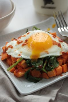 Sweet Potato Spinach Breakfast Hash - 3 ingredients and a super healthy way to start the day! Make ahead for a week's worth of weekday breakfasts!