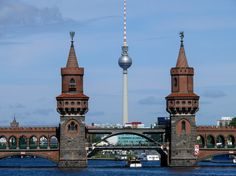 Brücke und Fernsehturm von Burkhard Ricken