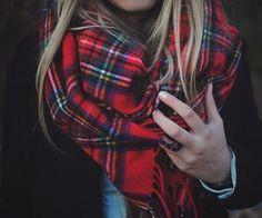 Winter Chic: Tartan scarf