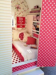 miniature camper    Flickr - Photo Sharing!