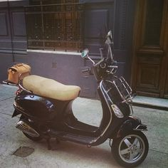 #annoni #annonibags #buenosaires #argentina #handmade #leatherwork #leatherbags #vespa #vespaargentina #tombag #scooter
