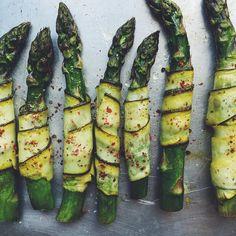 Nowy przepis na blogu  Szparagi w cytrynowej cukinii polecają się na niedzielny obiad  #whatveganseat #vegan