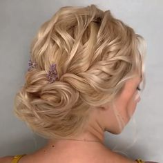 40 Inspiring Summer Wedding Hairstyles Ideas For Your Beautiful Moment - Summer is prime wedding season. Between the heat and humidity, it can also be one of the worst times of the year for hair. In general, the prettiest s. Easy Hairstyles For Long Hair, Braided Hairstyles, Wedding Hairstyles, Cool Hairstyles, Hairstyles Videos, Hair Up Styles, Long Hair Wedding Styles, Brown Blonde, Blonde Brunette