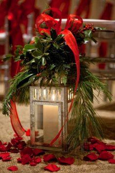lanterne décorée en rouge et vert