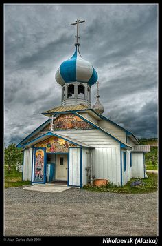 Old Believers church - Nikolaevsk (Alaska) Small Russian Village Russian Architecture, Church Architecture, Religious Architecture, Beautiful Architecture, Monuments, Alaska, Houses Of The Holy, Les Religions, Castles