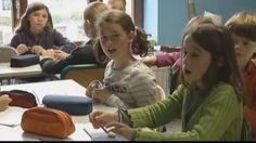 A l'école publique deBuzetà Florette(Belgique), la sanction sur lesenfants n'existe pas. Les élèves n'ont pas de devoirs et des progrès notoires sont constatés sur plusieurs d'entre-eux.Voyonslaméthodeavec son fondateur et un professeur.