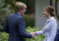 DEN HAAG - Kate, de hertogin van Cambridge, is in Nederland aangekomen. De vrouw van de Britse prins William schudde dinsdagmiddag op Villa Eikenhorst de hand van koning Willem-Alexander. Het is haar eerste stop in Nederland. (Lees verder…)