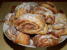 Skořicové špaldové rolky posypané cukrem. Autor: Romča Croissants, Food To Make, Sweet Tooth, French Toast, Yummy Food, Treats, Homemade, Breakfast, Recipes