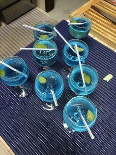 Matérias : -chávena de café                  -palhinhas    Ingredientes: -hortelã                      -água tônica ou gasosa                      -blue corazon                     -gin