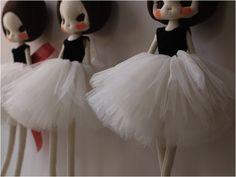 http://www.ebabee.co.uk/ebabeelikes/2011/12/hand-made-dolls-so-stunning/