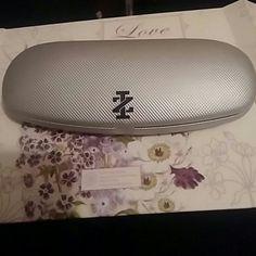 Izod silver glasses case Black interior great condition IZOD Accessories