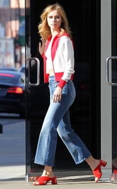 The rear-l deal! Suki Waterhouse looks sensational as she shows off her pert behind in tight jeans while out an about in LA Suki Waterhouse, Mother Denim, Shearling Jacket, Celebrity Look, Office Outfits, Casual Outfits, Sexy, Nice Dresses, Models