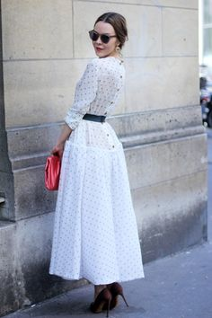 Ulyana Sergeenko has turned herself into a designer, couturier, and front row fixture. But outside the shows she's also a magnet for street style photograp Modest Fashion, Hijab Fashion, Trendy Fashion, Fashion Dresses, Vintage Fashion, Womens Fashion, Trendy Style, Club Fashion, 1950s Fashion