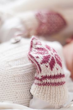 Baby Knitting Patterns Gloves The colors raspberry and nature