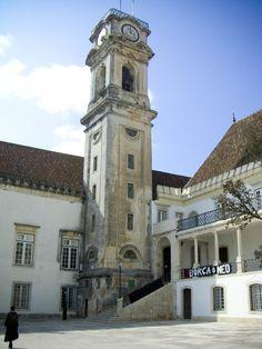 """A cabra, Universidade de Coimbra  """"Com 180 degraus, 34 metros de altura e um grande relógio que dá horas a """"doutores"""" e """"futricas"""", cujo sino é ainda hoje designado por """"cabra"""" (a cabra da velha Torre, a que alude um conhecido fado de Coimbra), foi construída entre 1728 e 1733."""" (diversidades esquecidas)"""