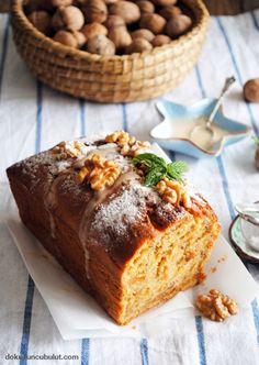 Beyaz soslu havuçlu kek