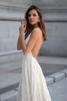 El vestido de flecos de Zara looks - Lady Addict Sexy Dresses, Sexy Maxi Dress, Vestidos Zara, Types Of Fashion Styles, Dress Brands, Tassels, Backless, White Dress, Elegant