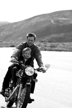 olvidando la legalidad y el peligro, lo que daría por poder llevar a Blai así en la moto