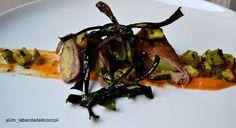Involtini di manzo e zucchine su gazpacho di peperoni