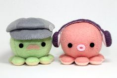 Hey, I found this really awesome Etsy listing at http://www.etsy.com/listing/108641672/patterns-felt-octopus-plush
