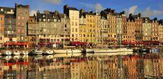 La France, bien que victime de bien curieux préjugés à l'étranger, est, on le sait tous, le pays le plus visité au monde. Mais quelle sont les villes qui attirent le plus les touristes? Un top qui vous réservera bien des surprises (Marseille n'est même pas dans le classement!). 1) Par…
