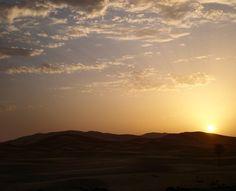 Conectar con tu alma ocurre muy pocas veces esta fue una de las mías...Buenos días! #goodmorning #sun #sunrise_sunsets_aroundworld #kele #kelevoyahacer #sahara #desert #beautiful #like4like #amazing #awesome #photooftheday #travel #likeforlike #love #happy by kelevoyahacer