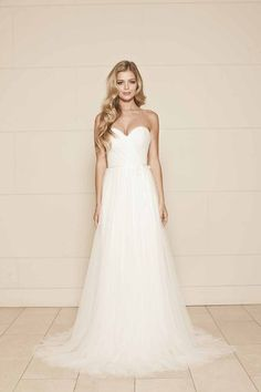 Strapless Sweetheart Romantic Simple Tulle A-line Wedding Dress