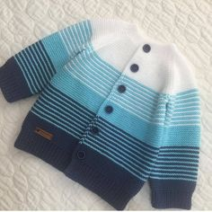 Diy Baby Blanket Out Of Clothes - Diy Crafts - Hadido - Diy Crafts Kids Knitting Patterns, Baby Cardigan Knitting Pattern, Baby Boy Knitting, Knitted Baby Cardigan, Knitting For Kids, Baby Patterns, Knit Baby Sweaters, Next Clothing Kids, Baby Outfits