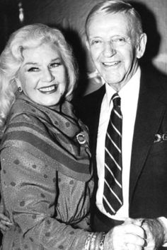 Ginger Rogers & Fred Astaire - my faves! Looked incredible and adorable no matter their ages! Hollywood Stars, Old Hollywood Glamour, Golden Age Of Hollywood, Vintage Hollywood, Classic Hollywood, Gene Kelly, Fred Astaire, Ginger Rogers, Divas