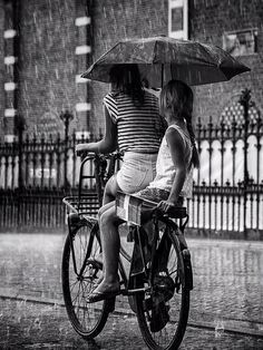 Rainy day in Amsterdam by Edwin Loekemeijer: two girls on bicycle with umbrella Black N White, Black White Photos, Black And White Photography, Walking In The Rain, Singing In The Rain, Rainy Night, Rainy Days, Rainy Weather, Rain Photography