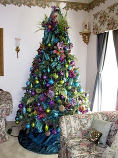 66 Creative Pretty Peacock Christmas Tree Decor That Will Inspire You – Page 65 – My Beauty Note Peacock Christmas Tree, Beautiful Christmas Trees, Colorful Christmas Tree, Christmas Tree Themes, Noel Christmas, Christmas Colors, Xmas Tree, Christmas Tree Decorations, Christmas Baubles