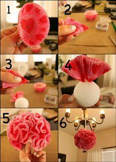más y más manualidades: Haz unas bellas bolas decorativas usando capacillos de papel