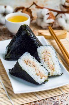 Japanese Rice Dishes, Japanese Snacks, Japanese Food, Easy Onigiri Recipe, Ramen Recipes, Asian Recipes, Oriental Recipes, Asian Foods, Japanese Recipes