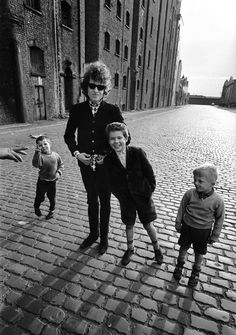 Barry Feinstein :: Bob Dylan and kids, Liverpool, 1966 / more [+] by this photographer