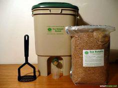 Bokashi bucket: turn kitchen waste into valuable liquid fertilizer - Leftover food does not belong in the trash, but composting is also not always possible. How To Start Composting, Composting Methods, Composting At Home, Fertilizer For Plants, Liquid Fertilizer, Vermicomposting Bin, Faire Son Compost, Kitchen Waste, Free Plants