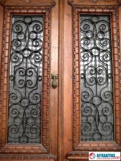 Διακοσμητικά κάγκελα πόρτας με ρόπτρο Νο 3.