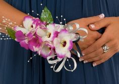 Prom Wrist Corsages. Includes tutorial video!