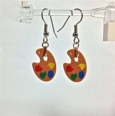 These dangle earrings feature the Artist Paint Palette from the LEGO® Collectors Series These are perfect for the yourself or the artist in your Lego Jewelry, Diy Jewelry, Jewlery, Lego Sculptures, Lego System, Jewelry Boards, Lego Brick, Diy Earrings, Legos