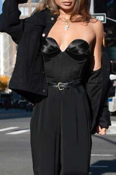 corset street style Top Cat Bustier Black Click Pic for the Hottest Lingerie Online Look Fashion, Runway Fashion, Womens Fashion, Fashion Design, High Fashion Style, High Fashion Trends, High Fashion Outfits, High Fashion Looks, Fashion Belts