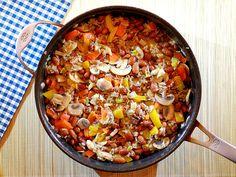 Pannetje bruine bonen met paprika, prei, champignons, gehakt en kaas