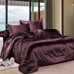 Grape 100% Pure Mulberry Silk duvet cover is made from the finest seamless Mulberry Charmeuse silk(22 momme).