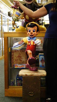 Peter Pan Captain Hook RARE Walt Disney Big Figure