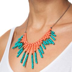 Colier coral roz si turcoaz Funky Jewelry, Cute Jewelry, Diy Jewelry, Jewelery, Jewelry Accessories, Crazy Makeup, Fashion Hub, Clay Crafts, Fashion Necklace