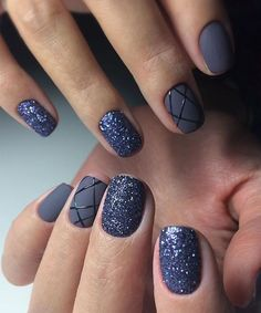 Cute Glitter Nail Art Designs for An Elegant Look