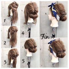 簡単で可愛い?自分でできるヘアアレンジ✨ スカーフシリーズpart5? くるりんぱ✖︎シニヨン✖︎スカーフミックスで カジュアルに楽しめる大人スタイル✂︎ ・ ピン6本・スカーフ・ゴム2本 所有時間10分 1.両サイドとバックを2つに分けます。 2.バックのハチ上の髪をくるりんぱ。 3.バックの残りの毛束も結んでくるりんぱ。 4.3の毛束を内巻きにくるくると襟足付近でシニヨンを作りピンで4カ所留めます 5.サイドの毛はそれぞれねじりながらシニヨンに巻きつけてピンで留めます。 Fin.スカーフをシニヨンの下から通して写真のようにリボン結びにして最初に下ろしておいたおくれ毛をコテで巻いて完成? ・ ・ 吉祥寺 LinobyU-REALM リノバイユーレルム ?0422272131 東海林翔太