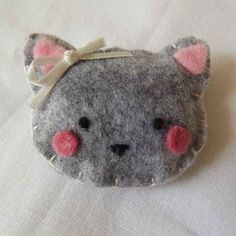 Broche chat en feutrine