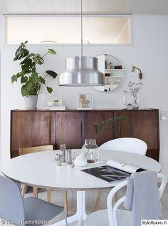 olohuone,keittiö,valaisin,ruokailutila,ruokapöytä
