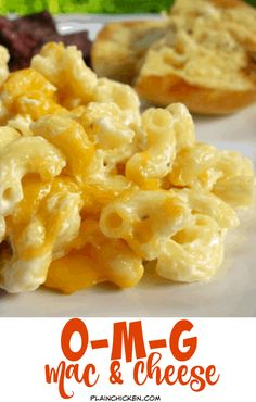 OMG Mac and Cheese Recipe made with Boursin Cheese.nice and light (NOT! Macaroni, boursin cheese, heavy cream, cream cheese and cheddar. One bite and you& know why it& called OMG Mac and Cheese! Boursin Cheese, Queso Cheddar, Cheese Dishes, Pasta Dishes, Food Dishes, Side Dishes, Sauce Pizza, Mac And Cheese Homemade, Pastries
